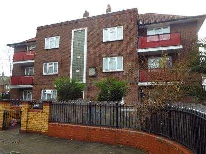 2 Bedrooms Flat for sale in East Ham