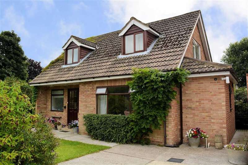 3 Bedrooms Property for sale in Great Close, Cawood, YO8
