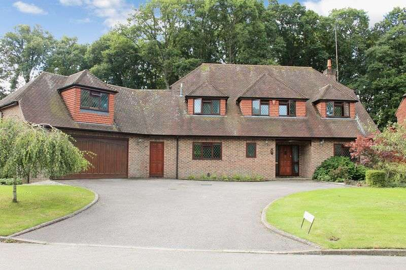 5 Bedrooms Detached House for sale in The Close, Ifold