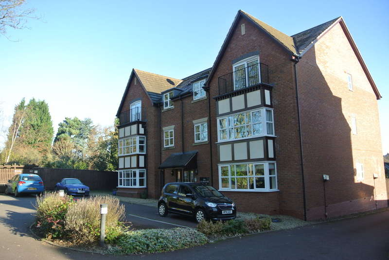 2 Bedrooms Ground Flat for sale in Walmley, Sutton Coldfield