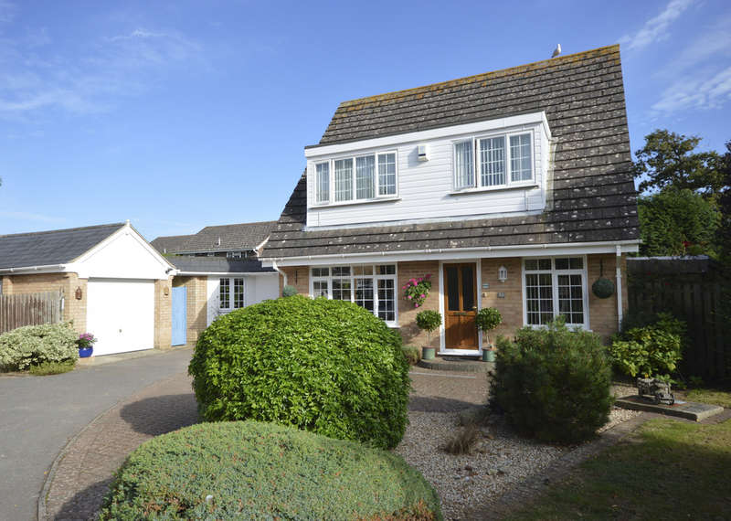 4 Bedrooms Chalet House for sale in Becton Lane, Barton on Sea