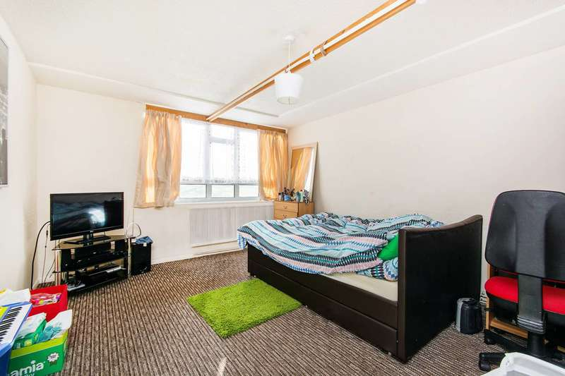 3 Bedrooms Maisonette Flat for sale in Overhill Road, East Dulwich, SE22