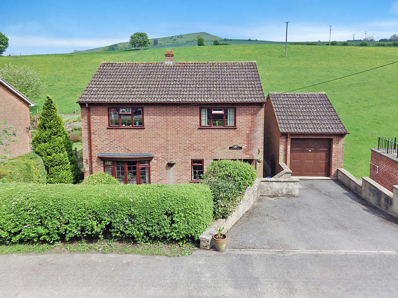 3 Bedrooms Detached House for sale in Stradbrook, Bratton