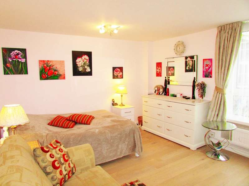 2 Bedrooms Apartment Flat for sale in Old Barrowfield, Stratford e15