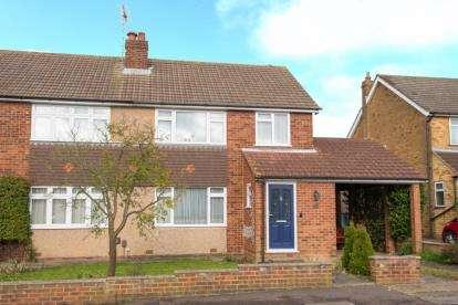 3 Bedrooms Semi Detached House for sale in Pembroke Drive, Goffs Oak, Waltham Cross, Hertfordshire