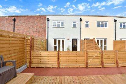 3 Bedrooms Flat for sale in High Street, Orpington