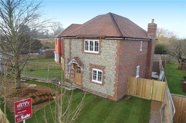 3 Bedrooms Detached House for sale in Station Road, Rustington, West Sussex, BN16
