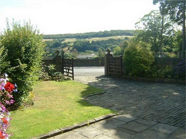 4 Bedrooms Mews House for sale in Northgate, Honley, HOLMFIRTH, West Yorkshire