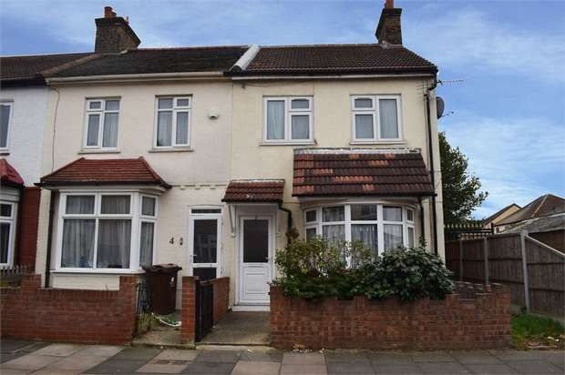 3 Bedrooms End Of Terrace House for sale in Whalebone Avenue, Romford, Essex