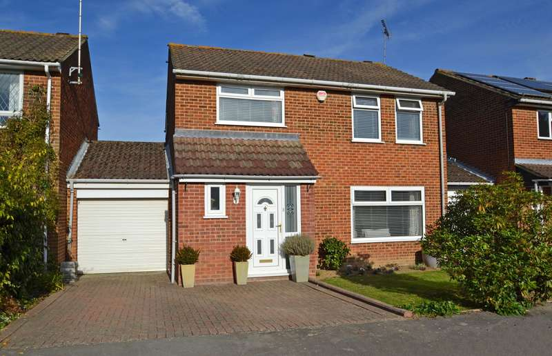4 Bedrooms House for sale in Thatchers Close, Horsham, West Sussex, RH12