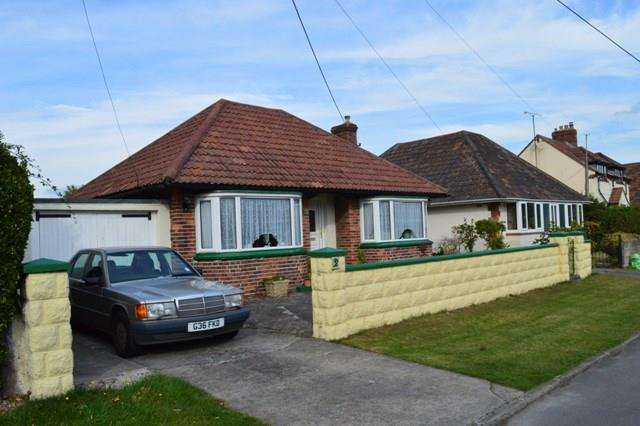 2 Bedrooms Detached Bungalow for sale in Court Road, Sand Bay, Weston-super-Mare