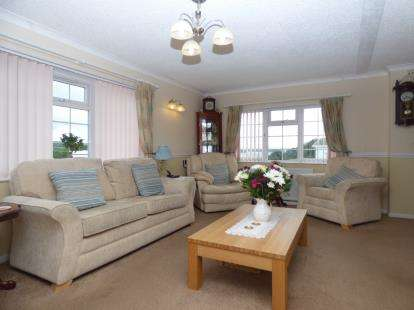 3 Bedrooms Bungalow for sale in Folly Lane, East Cowes, Isle of Wight