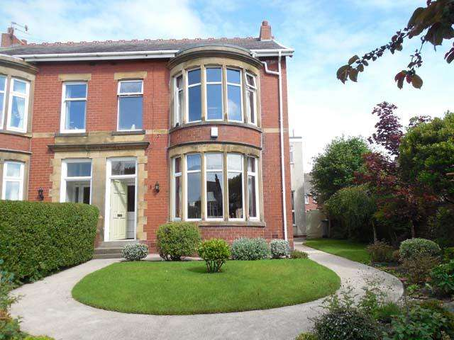 4 Bedrooms Semi Detached House for sale in Lawsons Road, Thornton Cleveleys, Lancashire, FY5 4DD