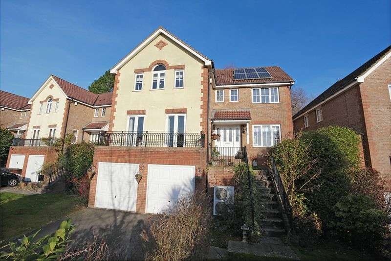 4 Bedrooms Detached House for sale in Lincoln Way, Crowborough, East Sussex