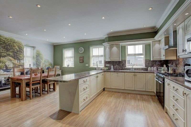 4 Bedrooms Detached House for sale in Gorleston