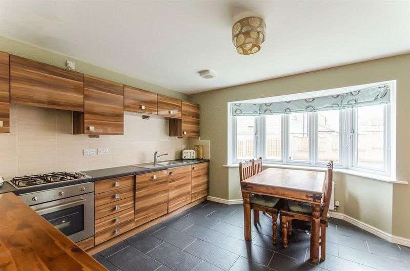 4 Bedrooms Semi Detached House for sale in Kents Grove, Goldthorpe
