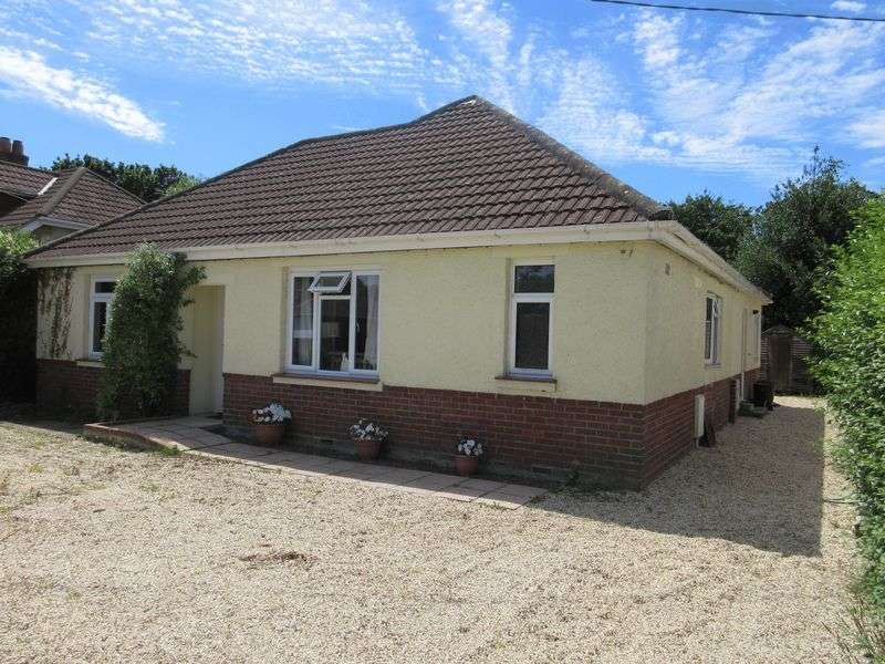 4 Bedrooms Bungalow for sale in Springfield Avenue, Southampton