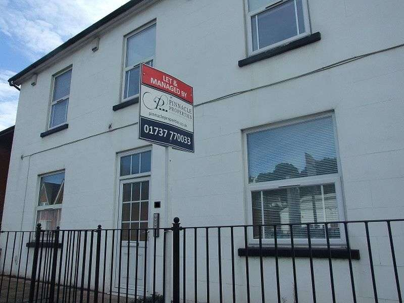 2 Bedrooms Flat for sale in Brighton Road, Redhill