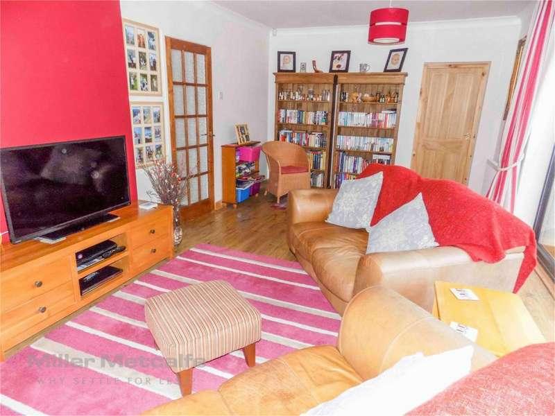 3 Bedrooms Detached Bungalow for sale in Buckingham Avenue, Horwich, Bolton, Lancashire