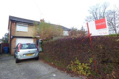 3 Bedrooms Semi Detached House for sale in Wednesbury Drive, Great Sankey, Warrington, Cheshire
