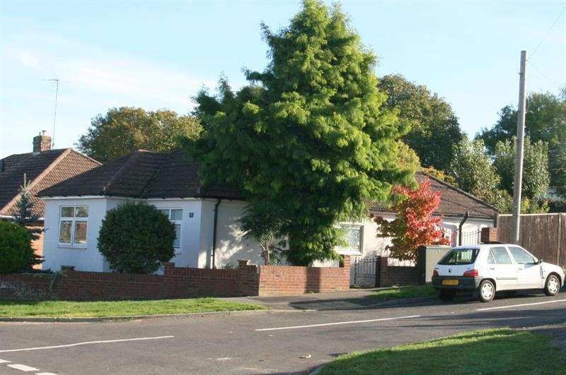 2 Bedrooms Detached Bungalow for sale in Brooklands Road, Bedhampton, Havant