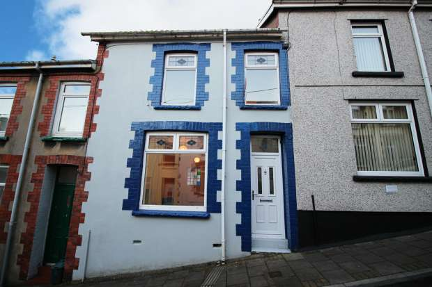 3 Bedrooms Terraced House for sale in Wordsworth Street, Aberdare, Mid Glamorgan, CF44 6HL