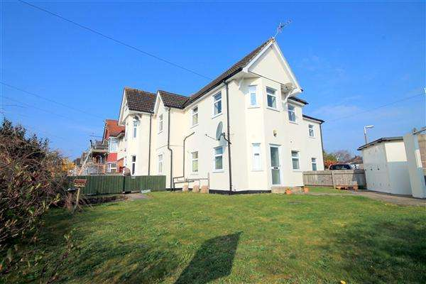 3 Bedrooms Flat for sale in Alexandra Road, Lower Parkstone, Poole