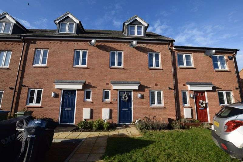 3 Bedrooms Terraced House for sale in Chappell Close, Aylesbury