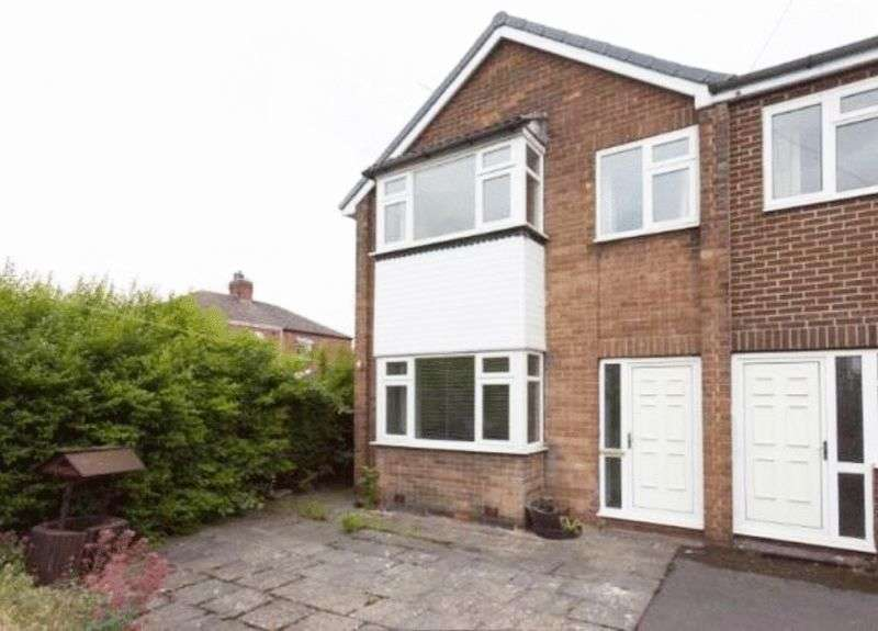 4 Bedrooms Detached House for sale in Holmfield Grove, Wakefield, WF2