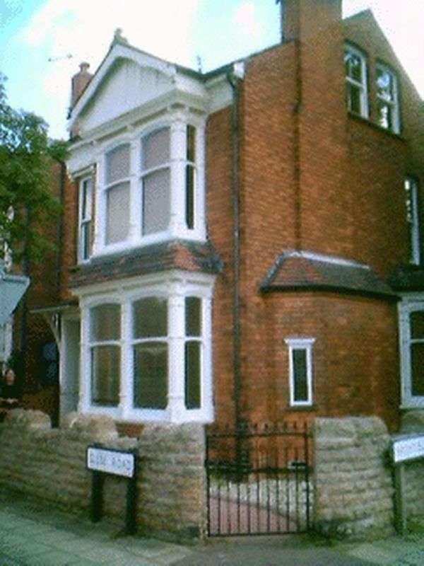6 Bedrooms Semi Detached House for rent in Glebe Road, Nottingham