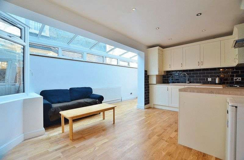 3 Bedrooms Flat for sale in Homerton High Street, Homerton E9