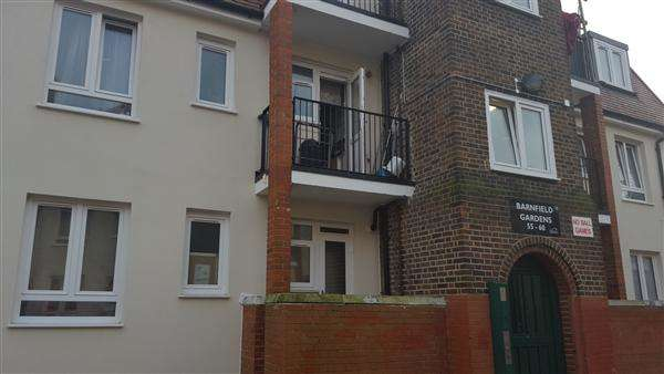 2 Bedrooms Flat for sale in Barnfield Gardens, LONDON