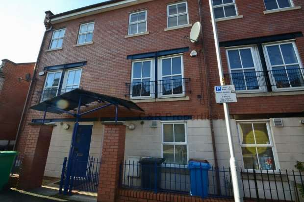 4 Bedrooms End Of Terrace House for rent in Peregrine Street Hulme, M15 5pu Manchester
