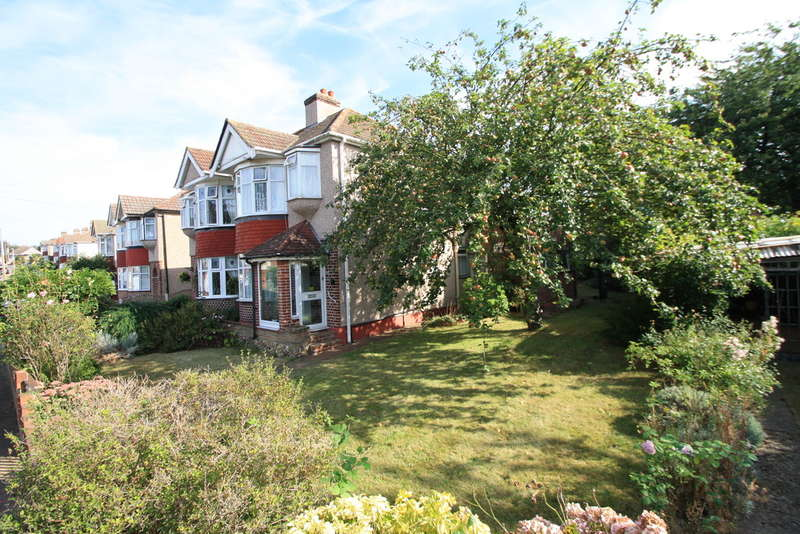 3 Bedrooms Semi Detached House for sale in Blenheim Gardens, Aveley