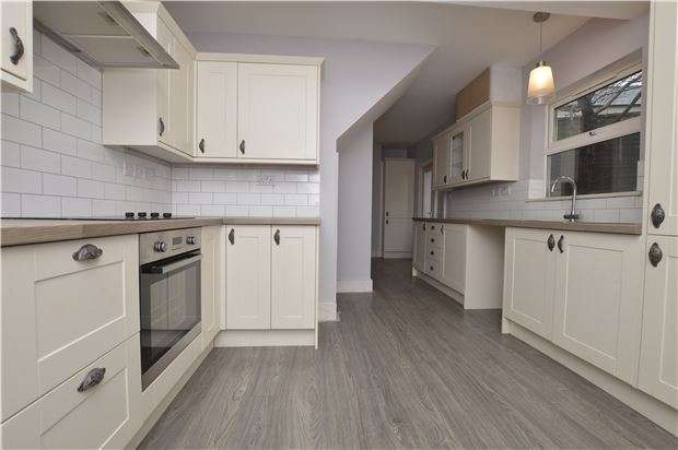 4 Bedrooms Detached House for sale in Westward Road, Ebley, Stroud, Gloucestershire, GL5 4ST