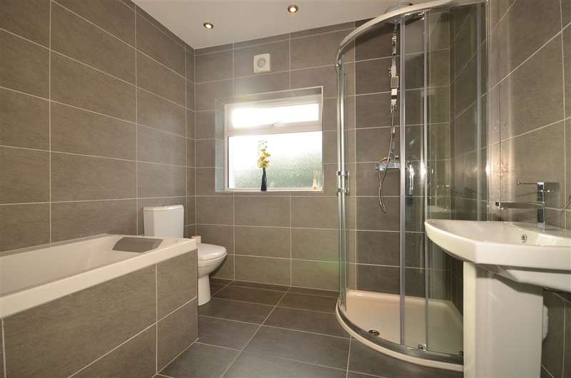 5 Bedrooms Semi Detached House for sale in The Crescent, Loughton, Essex