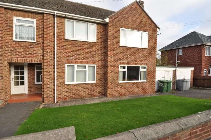 2 Bedrooms Flat for rent in Ennisdale Drive, West Kirby, Wirral