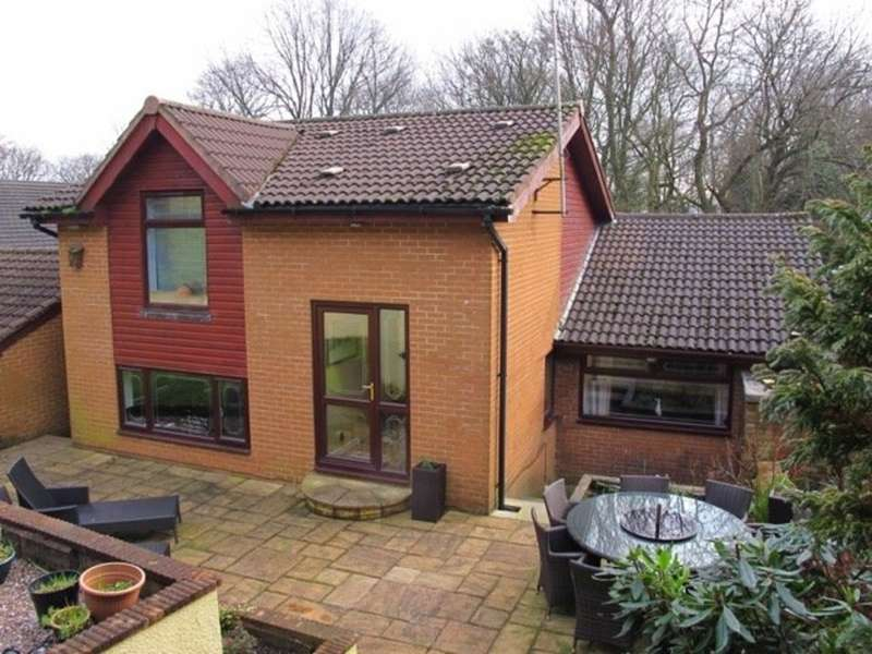 4 Bedrooms Detached House for sale in 9 Thorncliffe Park, Royton