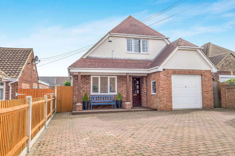 4 Bedrooms Detached House for sale in Elm Avenue, Chattenden, Rochester, ME3
