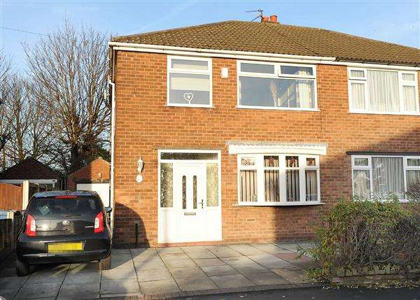 3 Bedrooms Semi Detached House for sale in 13 Broadway, Irlam, M44 6BQ