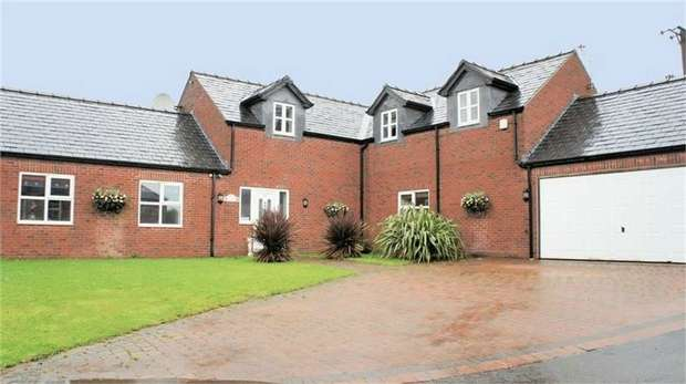 4 Bedrooms Detached House for sale in Plodder Lane, Bolton, Lancashire