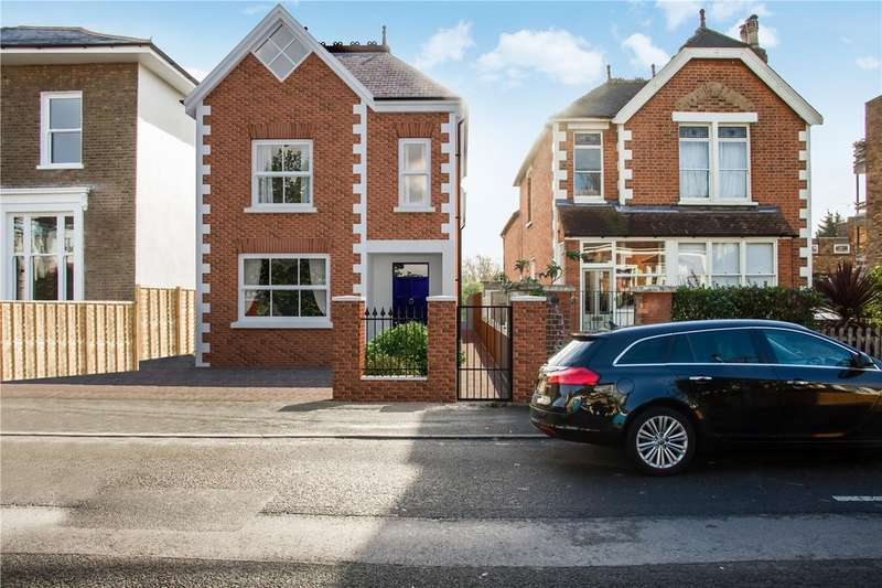 4 Bedrooms Detached House for sale in Acacia Grove, New Malden
