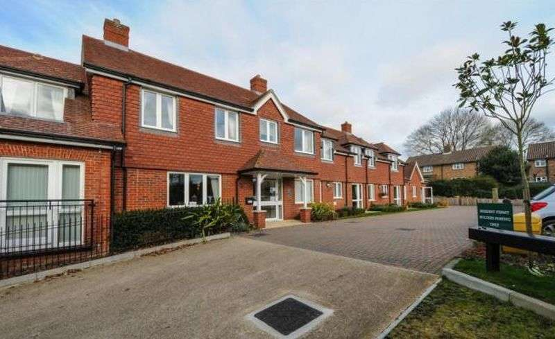 1 Bedroom Flat for sale in Morgan Court, Petworth : One bed first floor retirement apartment