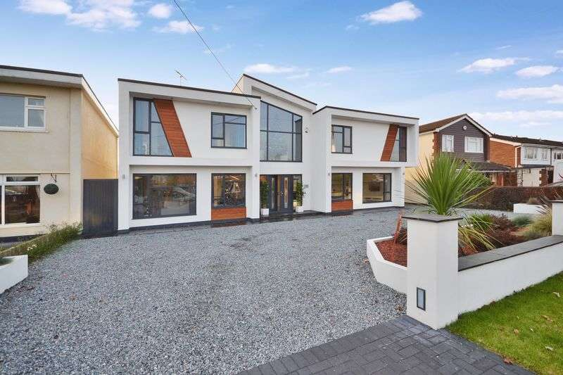 5 Bedrooms Detached House for sale in Fourth Avenue, Stanford-Le-Hope