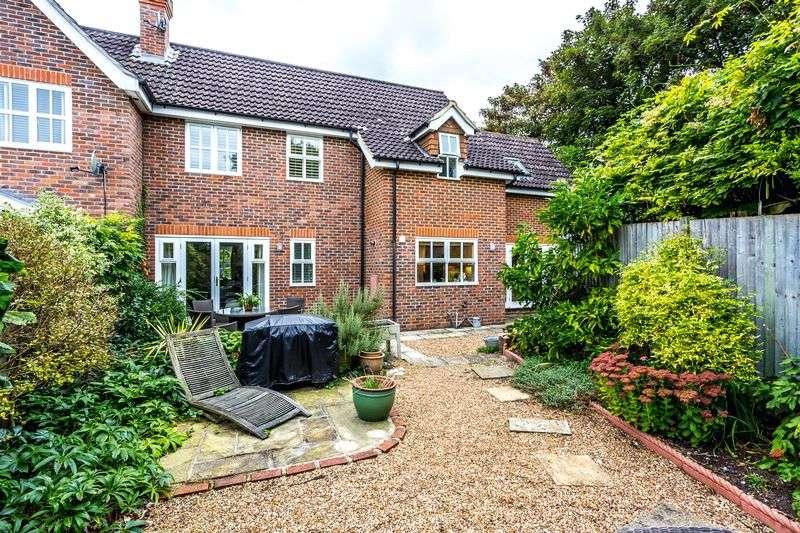 4 Bedrooms Semi Detached House for sale in 4 Bedroom Semi - Englefield Green