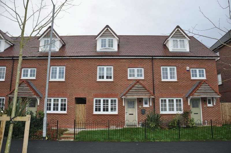 4 Bedrooms Terraced House for sale in Factory Way, Chorley