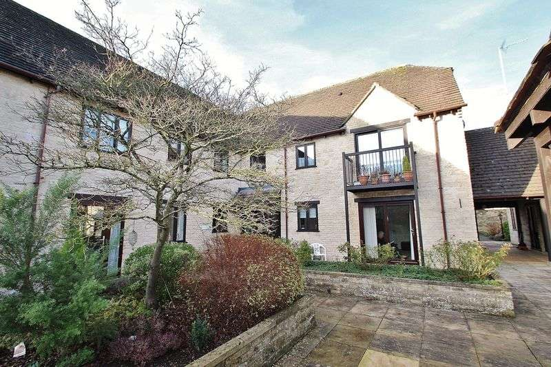 2 Bedrooms Retirement Property for sale in SWINBROOK COURT, WITNEY OX28 6FN
