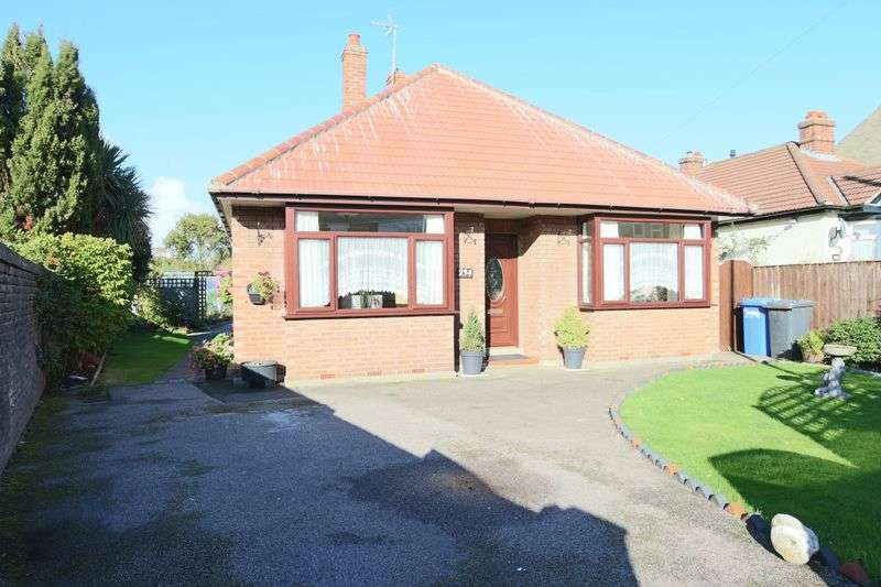 3 Bedrooms Bungalow for sale in St. Peters Street, Lowestoft