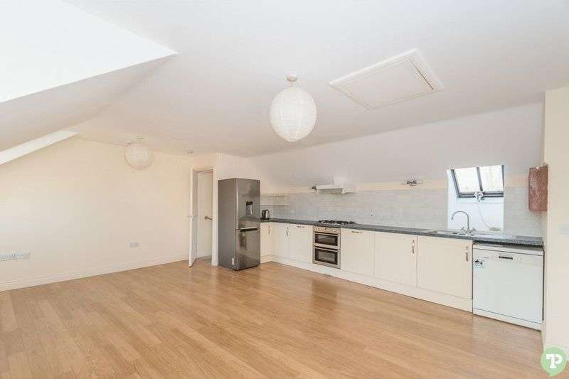 2 Bedrooms Flat for sale in Holloway Road, Wheatley