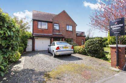 5 Bedrooms Detached House for sale in Saltcotes Road, Lytham St Annes, Lancashire, England, FY8